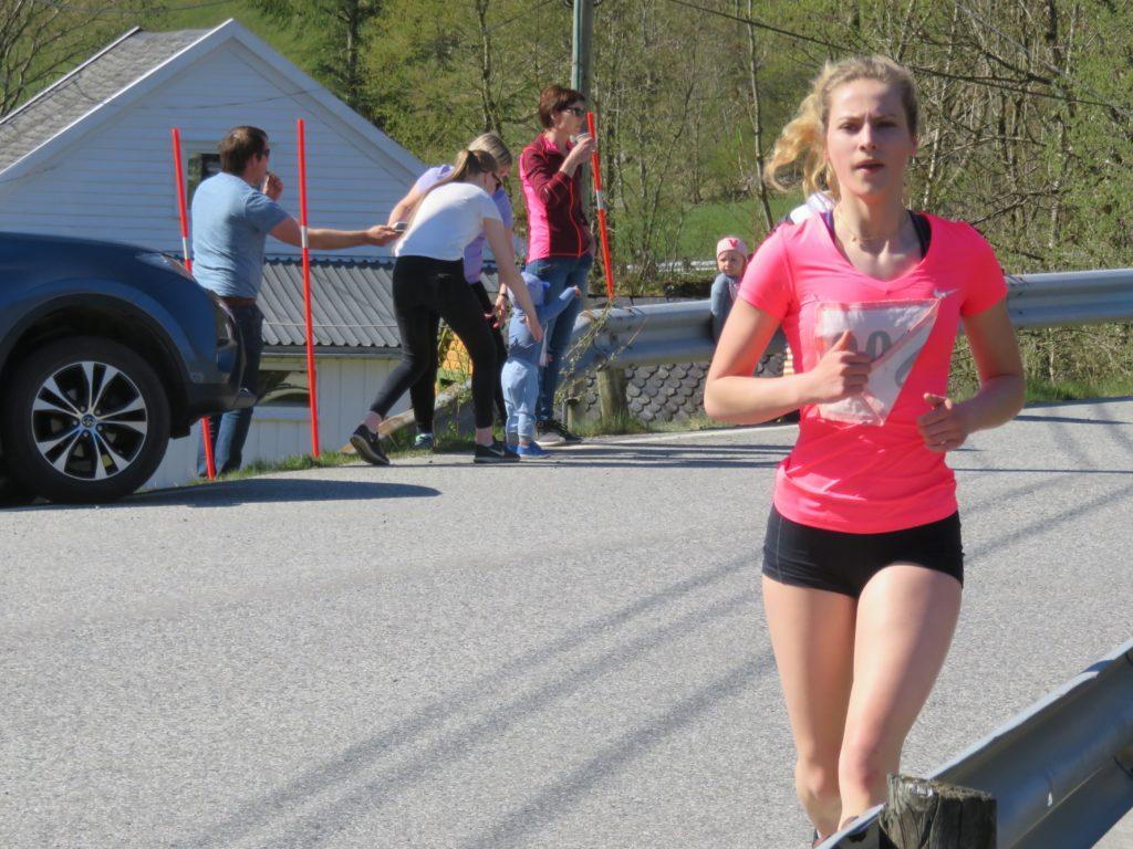 Beste lokale dameløpar, Inger Konstanse E. Lunde frå Etne, på 5.28 min.
